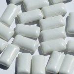 une photo avec beaucoup de chewing-gums blanc (aliment numéro 5 pour des dents saines)
