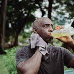 Remèdes naturels pour la transpiration excessive et conseils pour une bonne alimentation