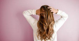 Read more about the article Quelle huile essentielle utiliser pour la pousse des cheveux ?